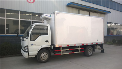 小型江铃冷藏车国四2吨冷藏车价格