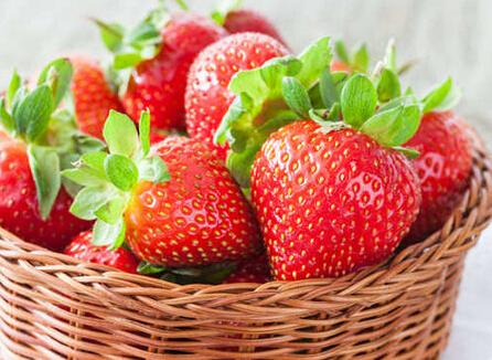 草莓富含维生素C 越吃越漂亮