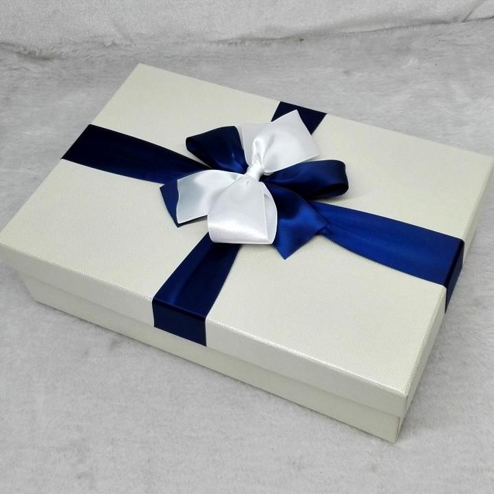**米白色礼物盒长方形礼品盒超大婚纱西装高跟鞋礼盒包装盒