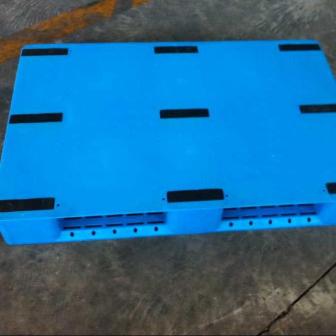 供应济南1208川子平板塑料托盘   防滑托盘 塑料地垫