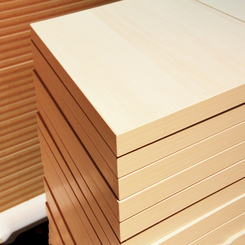 供应 新款三聚氰胺板刨花密度板电脑桌面板材