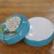 供应新款纯手工彩绘陶瓷粉盒中式简约化妆盒圆形瓷质首饰盒小型印泥盒