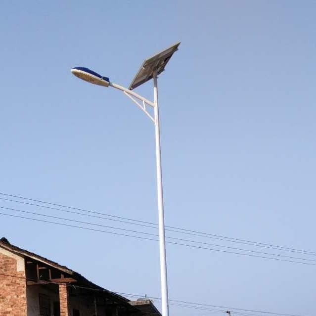 河北石家庄太阳能路灯/供应轩通6米30太阳能路灯价格