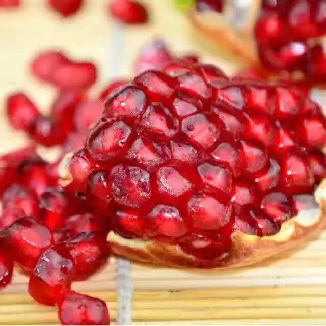 【临潼胡王树成石榴】 每个5两-6两不等 汁多饱满  红润晶莹