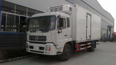 东风天锦7米6冷藏车康明斯170马力冷藏车载重9吨