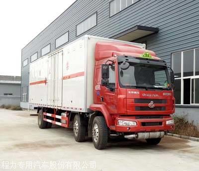 東風柳汽7.7米雜項危險品廂式運輸車圖片
