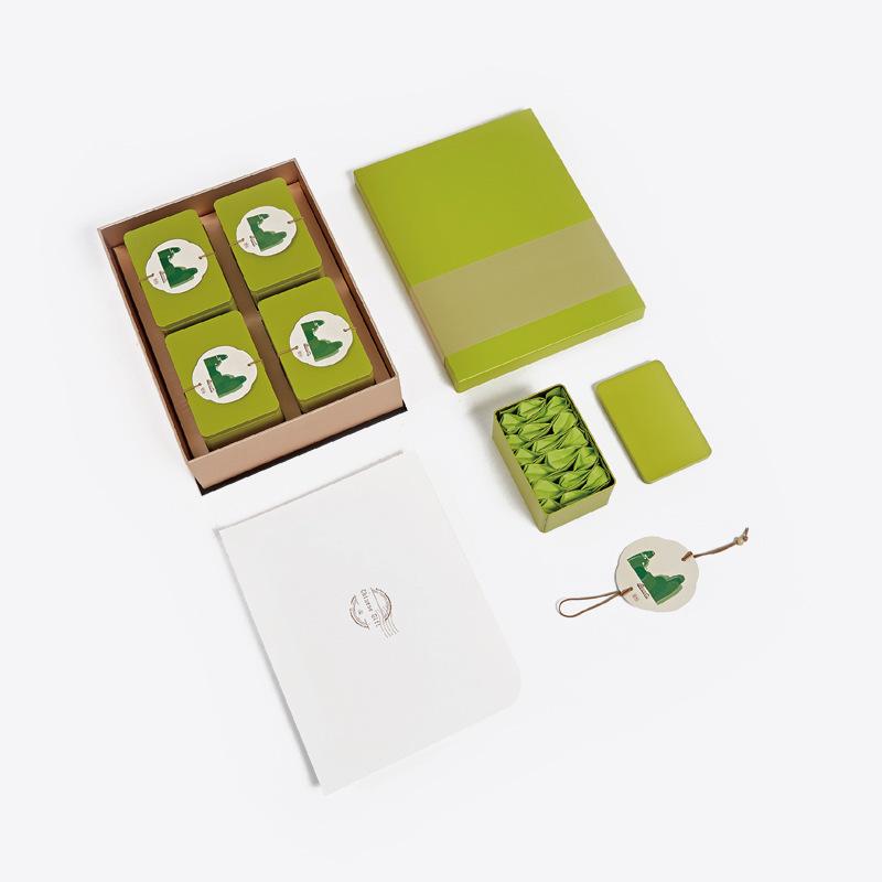 简易创意高档金银卡茶叶盒天地盖硬纸板零食糖果包装礼盒专业设计图片