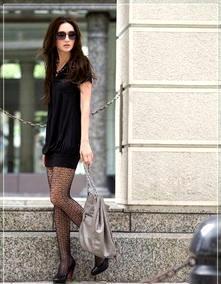 2010韩版瑞丽热销胸前交叉褶皱V领短袖连衣裙