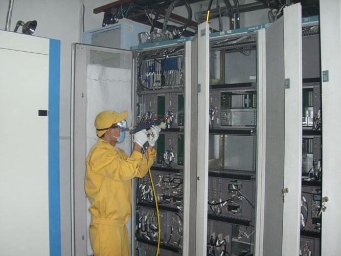 通信设备带电清洗维护