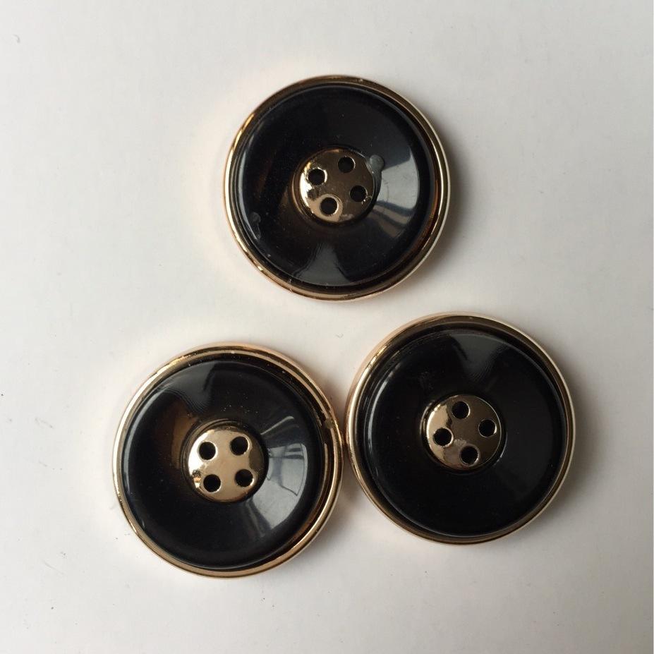 供应 高档树脂钮扣