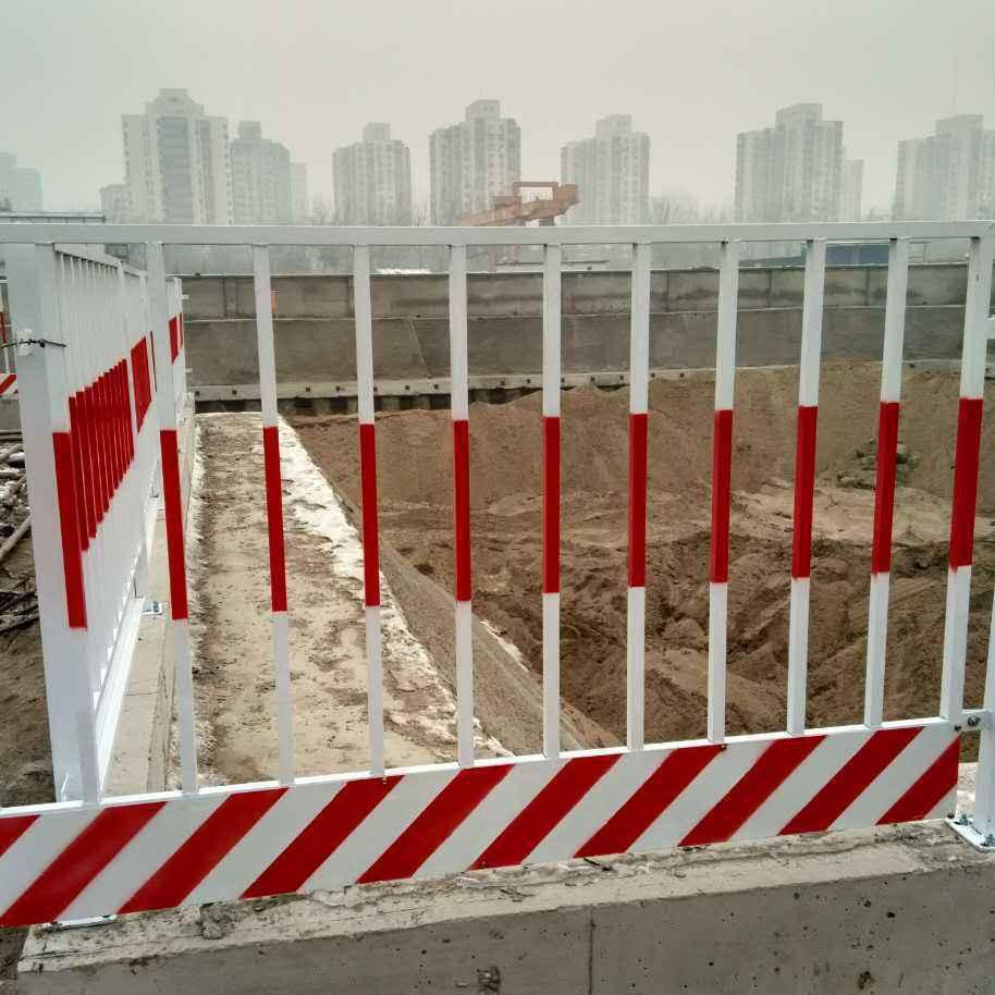 河南护栏厂家供应工地施工安全隔离栏 坑道临边护栏网 电梯井口防护门