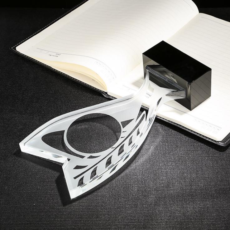 供应 创意造型叶子水晶奖杯定制 水晶工艺品摆件 免费刻字