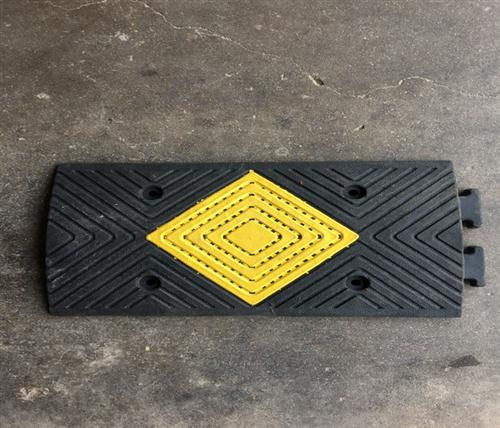 橡塑减速带联系方式|橡塑减速带|鹏鑫交通设施减速带