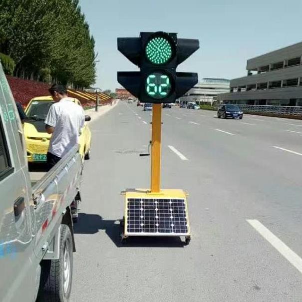 厂家直销甘肃威盾太阳能信号灯三联体三色箭头信号灯