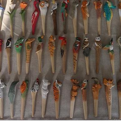 手工木制雕刻圆珠笔,手工彩绘动物造型,吉林省百隆工艺品厂家直销,款式自选也可定制,大量批发销售
