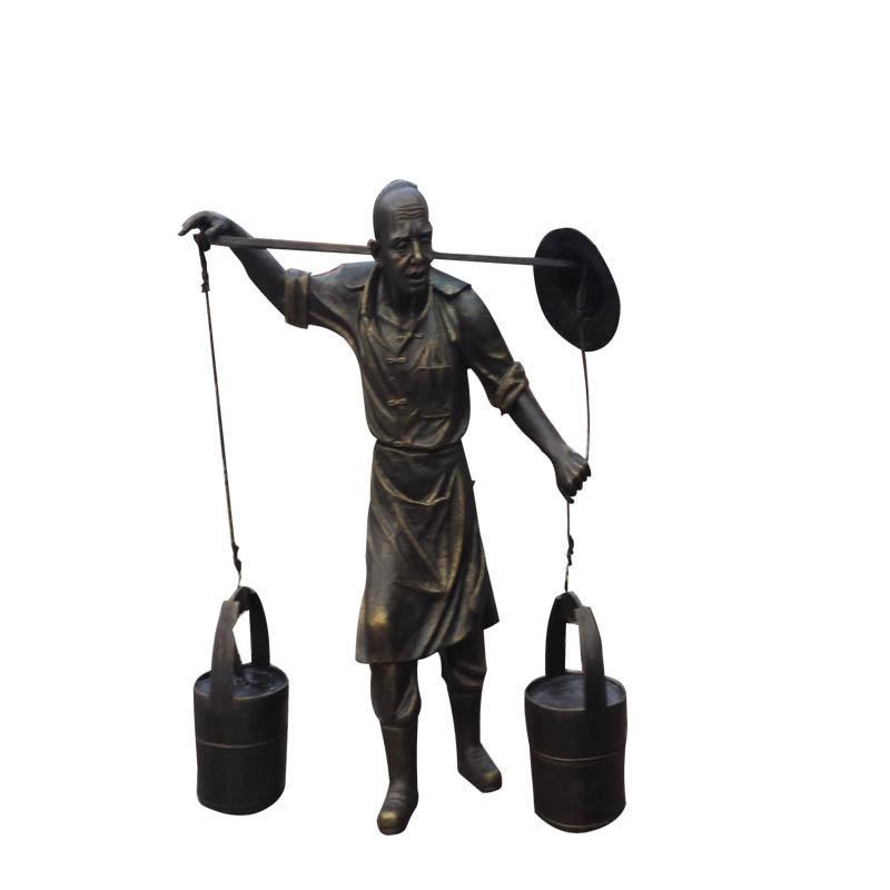 玻璃钢挑水人雕塑树脂仿铜古代挑箱人雕像公园小品装饰担担子摆件