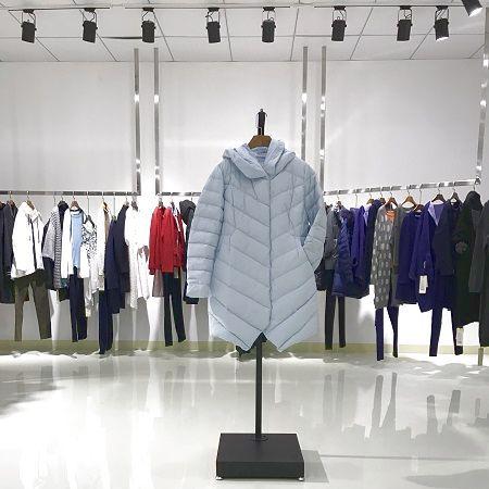 三淼女装深圳设计师品牌折扣女装好货一再低价走份