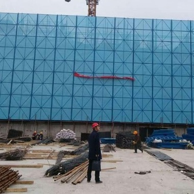 厂家定制建筑安全防护爬架网 镀锌钢冲孔手脚架网 爬架防护网