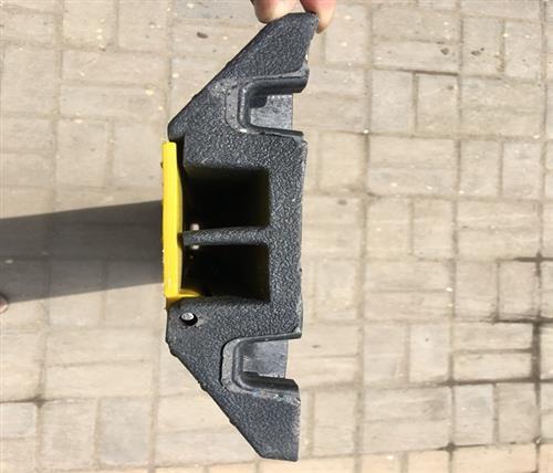 鹏鑫交通设施减速带(在线咨询),橡塑减速带,橡塑减速带厂家