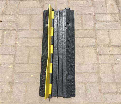 橡塑减速带联系方式,橡塑减速带,鹏鑫交通设施减速带